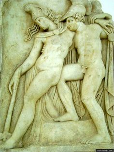 Achilles supports the slumping figure of the Amazon Queen Penthesilea, whom he has mortally wounded. Her double-headed axe slips from her hand. The queen had come to fight in the Trojan War against the invading Greeks. Between her being wounded and dying in his arms - the time represented here- Achilles fell in love with her.   Akhilleus, Troia Savaşı'na işgalci Yunanlılara karşı savaşmaya gelen ve kendisinin yaraladığı Amazon Kraliçesi Penthesilea'yı yerden kaldırmaktadır.