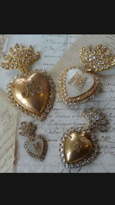 ♥ ~ ♥ Gold and White ♥ ~ ♥ All Heart, Heart Of Jesus, I Love Heart, Heart Art, Vintage Beauty, Vintage Love, Religious Icons, Sacred Heart, Heart Jewelry