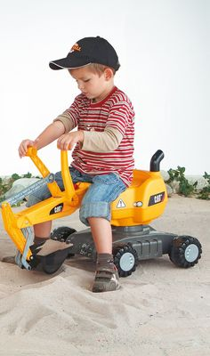 Kettler® Cat Digger lets kids play in the dirt with style! All kids love digging in the dirt, why not give them a big shovel with this CAT Excavator. Kids Ride On Toys, New Kids Toys, Cat Construction, Cat Excavator, 4 Year Old Boy, Online Toy Stores, Youth Age, Baby Jogger, Buy A Cat