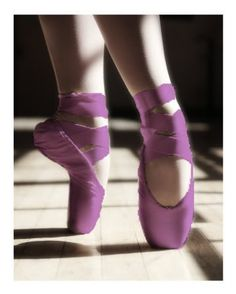 en pointe in purple