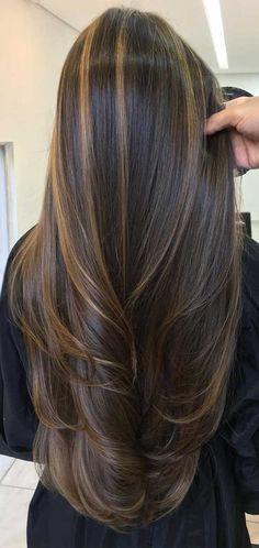 Dark Brown Hair With Blonde Highlights, Brown Hair Balayage, Hair Color Highlights, Dark Highlighted Hair, Highlights For Straight Hair, Highlights For Brunettes, Balayage Hair Brunette Straight, Long Brunette Hair, Hair Color For Black Hair