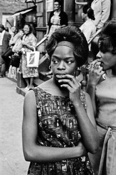 I am so obsessed with this ridiculously talented man. Leonard Freed - Harlem, NY, 1963