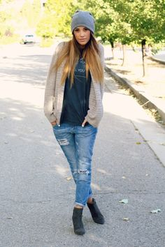 Top: Style Lately / Lovin THIS Boyfriend Jean: ASOS Beanie: ASOS / Love THIS  Sweater: Nordstrom / Similar HERE &  Love THIS Shoe: Zara