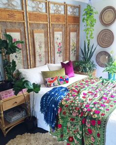 Meanwhile this 100+ year old Chinese hand painted cane screen is giving me ALL the feels! ✔️ Green velvet hand embroidered Suzani wall hanging draped across the bed ✔️ An embroidered Suzani used as a cute rolled lumbar ✔️ The sweetest handcrafted pink bone inlay box PLEASE! I mean, COME ON! (www.thewishingtrees.com, or DM/PM if not listed) Happy boho Sundayyyyy friends #suzani #bedding #boho #bohemian #bohostyle #interiordesign #homewares