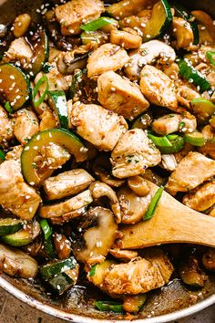 Zucchini Mushroom Chicken Stir Fry - Fresh and delicious chicken stir fry bursting with flavor in each and every bite! All you need is one skillet, 20 minutes, and just a handful of pantry ingredients Sauteed Zucchini Recipes, Chicken Zucchini, Zucchini Stir Fry, Healthy Zucchini, Chicken Mushroom Recipes, Chicken Recipes, Zucchini And Mushroom Recipe, Chicken Mushroom Stir Fry, Chicken Vegetable Stir Fry