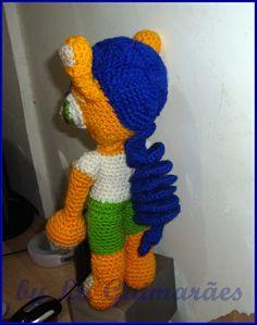 Boneco  crochê feito em lã copa Mundo R$ 85,00