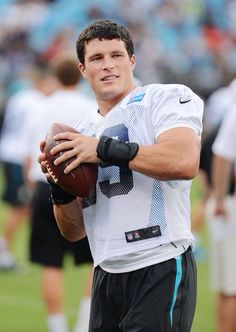 Luke Kuechly warming up before practice last night....y'all like omg this is pure perfection in one picture