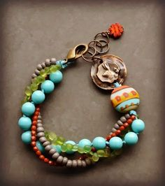 Something like this for Megan, with a penny from the yr. She and Evan met. Wire Jewelry, Boho Jewelry, Jewelry Crafts, Beaded Jewelry, Jewelry Bracelets, Jewelry Accessories, Beaded Necklace, Jewelry Design, Jewlery