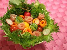 """食べられる花束!? 特別な日の食事を華やかに彩る""""ブーケサラダ""""が話題沸騰 - dressing(ドレッシング) Dressing, Vegetables, Food, Essen, Vegetable Recipes, Meals, Yemek, Veggies, Eten"""