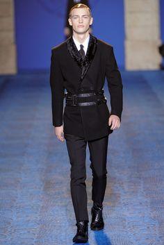 Versace Fall 2011 Menswear Fashion Show