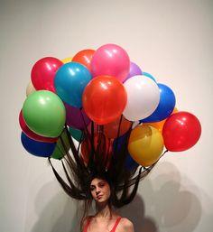 crazy hair day at school idea. hair tied to balloons Crazy Hair Day At School, Crazy Hair Days, Crazy Hair Day For Teachers, Hair Dos, My Hair, Blog Art, Wacky Hair, Color Splash, Sculptures