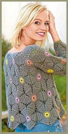 Un pull ou un gilet de granny au cœur multicolore : je vous propose ce pull en granny avec des cœurs de toutes les couleurs