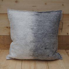 Uniek kussen (handgevilt wolvilt) Felt Pillow, Throw Pillows, Toss Pillows, Cushions, Decorative Pillows, Decor Pillows, Scatter Cushions