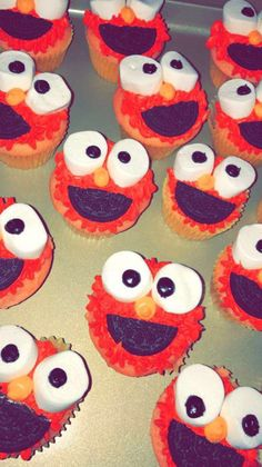 77c5808597e Elmo cupcakes. Valeria Alatorre · Birthdays