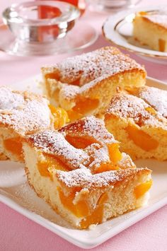 Broskyňová bublanina Looks Yummy, French Toast, Sweet Tooth, Bakery, Good Food, Food And Drink, Cheesecake, Sweets, Cookies