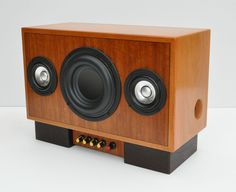 Isetta 2.1 Speaker Build Speaker Box Diy, Diy Bluetooth Speaker, Speaker Box Design, Home Speakers, Built In Speakers, Diy Amplifier, Audiophile Speakers, Radios, Diy Boombox