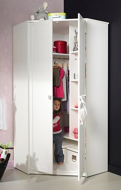 Eck-Kinderkleiderschrank von Lifetime mit weißen Drehtüren. | Betten.de http://www.betten.de/kinderzimmer/kleiderschraenke/lifetime-eck-kleiderschrank-weiss.html