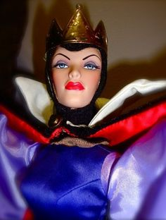 About Evil Queen: The Evil Queen from Snow White is so sinister that Tonner really captured her essence!