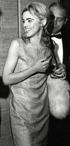 Edith Edie Minturn Sedgwick Heiress Socialite 1960s Sixties Andy Warhol Pop Art Film Superstar Actress Vogue Youthquaker Underground Fashion Icon Silver Factory 1960s Sixties #EdieSedgwick #AndyWarhol Silver Clothes Dress Jumpsuit Fur Purse Bag Chandelier