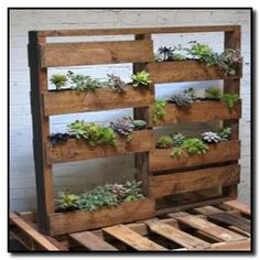 40 Diy Easy Vertical Pallet Planters 96 How to Make A Wood Pallet Planter 42 Diy Ideas 7 Salvaged Furniture, Wooden Pallet Furniture, Wooden Pallets, Pallet Wood, Diy Pallet, Recycled Pallets, Wood Pallet Planters, Wooden Pallet Crafts, Palette Planter
