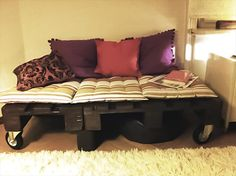 cheap-pallet-daybed-on-wheels.jpg (720×538)