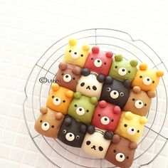 You are 🐻🐻 and 🐼🐼 ? Bearsss🐻🐻 and panda 🐼🐼 buns by . These animal buns are so cute! The colors are so prettiest! Kawaii Cooking, Pastry Design, Homemade Ramen, Bread Shaping, Cute Buns, Bread Art, Cute Baking, Kawaii Dessert, Cooking Bread