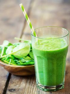 A collection of our favorite avocado smoothie recipes - all with Weight Watchers PointsPlus values. Smoothies make a great meal replacement in hot weather. Avocado Smoothie, Smoothie Bowl Vegan, Smoothies Vegan, Smoothie Vert, Fat Flush Smoothie Recipe, Juice Smoothie, Diabetic Smoothies, Smoothie Detox, Yogurt Smoothies