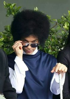 Prince is throwing shade, Brad Pitt is selling used cars and more LOL pics