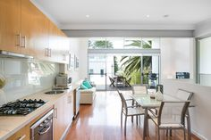 A secret hide away in Thirroul enjoys a position that is comfortably close to the ocean but well away from the road.