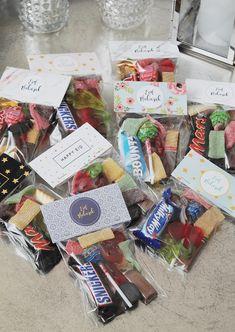 FREEBIE | Eid Goodie Bag Toppers | Ramadanrecepten.nl Eid Gift Bags, Diy Eid Gifts, Eid Crafts, Ramadan Crafts, Decoraciones Eid, Eid Moubarak, Diy Eid Decorations, Eid Envelopes, Eid Hampers