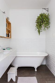 Plantas no banheiro dão um charme e trazem um verde ao ambiente.