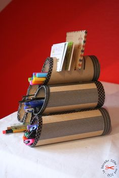 tube de sopalin ou de papier WC + masking tape = trieur à courrier et pots à stylo DIY : Rangement pour crayons avec masking tape / toilet paper rolls/ washi tape/ hot glue gun