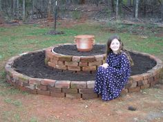Great idea, only rectangle for the space I have. A Raised Herb Bed From Reclaimed Brick Landscaping Around Trees, Landscaping With Rocks, Landscaping Jobs, Landscaping Software, Building A Raised Garden, Raised Garden Beds, Raised Beds, Brick Planter, Brick Projects