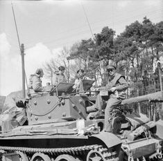 This picture shows a Cromwell command tank of Armoured Brigade HQ, Armoured Division, 7 April Cromwell Tank, British Army, British Tanks, Photo Dump, Ww2 History, Armored Fighting Vehicle, Ww2 Tanks, Centaur, Armored Vehicles