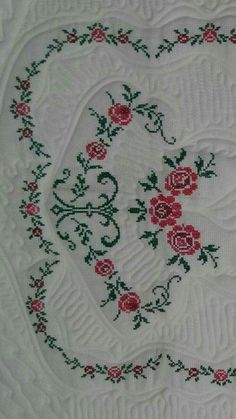 This Pin was discovered by Gul Cross Stitch Rose, Cross Stitch Flowers, Cross Stitch Embroidery, Hand Embroidery, Embroidery Designs, Cross Stitch Designs, Cross Stitch Patterns, Prayer Rug, Bargello