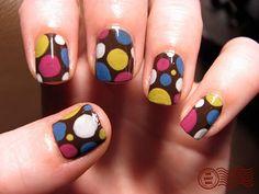 Elije el diseño y combina los colores de esmaltes de uñas a tu estilo