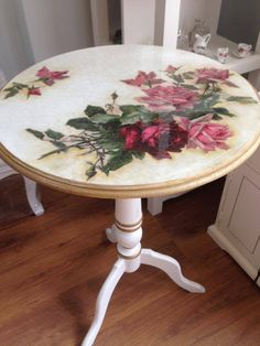 Hand Painted Furniture: Bohemian, Shabby Chic, Table Tops etc. Deco Podge, Painted Furniture, Art Furniture, Decoupage Diy, Refinishing Furniture, Recycled Furniture, Furniture Makeover, Shabby Chic Furniture, Decoupage Furniture