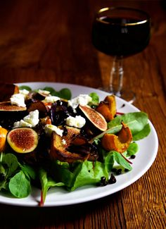Autumnal Fresh Fig Salad Recipe - Figs, Roast Pumpkin, Lentils, Goat's Cheese or Smoked Tofu and Chilli Oil - all the flavours of a summer well spent. Vegan Lentil Soup, Lentil Salad, Goat Cheese Salad, Spinach Salad, Fall Recipes, Vegan Recipes, Pumpkin Varieties, Fig Salad, Salad Toppings