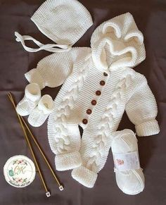 Tired of curling crochet and tight foundation chains? Then you're going to love the Foundation Double Crochet! Stretchy, and elastic.never deal with warped crochet again! :) ~~~~~~~~~~~~~~~~~~~~~~~~~~~~~~~~~~~~~~~~~~~ Get more FUN tutorials here! Baby Knitting Patterns, Baby Boy Knitting, Baby Patterns, Diy Crafts Knitting, Diy Crafts Crochet, Crochet Ideas, Crochet For Kids, Free Crochet, Baby Bunny Costume