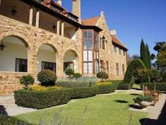 Northwards in Parktown, Johannesburg, has a stone facade and impressive arches. Johannesburg City, India House, African House, Cabins And Cottages, Africa Travel, South Africa, Beautiful Places, Mansions, Country
