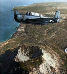 Grumman TBM Avenger torpedo bomber, flying from an offshore aircraft carrier, takes in an eagle eye view of Mount Suribachi on Iwo Jima, three weeks after D-day. March Photo source -Naval History and Heritage Command, Color by Irootoko Jr from Japan. Us Navy Aircraft, Ww2 Aircraft, Aircraft Carrier, Military Aircraft, Colorized History, Colorized Photos, Iwo Jima, Naval History, Ww2 Planes