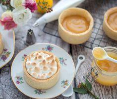 Kleine citroen meringue taartjes Lemon Meringue Cake, Mini Pies, Piece Of Cakes, Pavlova, Four, Cake Cookies, Cupcakes, No Bake Desserts, High Tea