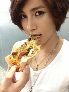 Kiseop  / U-Kiss~~` Could you kindly stop messing up my bias list AND hormones, Kiseop?