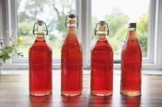 A simple and easy, old-fashioned muscadine wine recipe that takes about eight weeks for fermentation and aging to take place; then it& ready to enjoy. Muscadine Recipe, Grape Wine Recipe, Homemade Wine Recipes, Canning Recipes, Drink Recipes, Grape Recipes, Juice Recipes, Easy Recipes, Wine Bottles