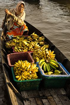 floating market in indonesia / pasar apung