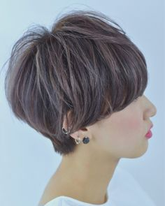 Bob Haircuts: 60 Hottest Bob Hairstyles for 2019 - Hairstyles Trends Short Textured Bob, Modern Bob Hairstyles, Blonde Bob Haircut, Brunette Bob, Straight Bangs, Mid Length Hair, Bowl Cut, Vogue, Smooth Hair