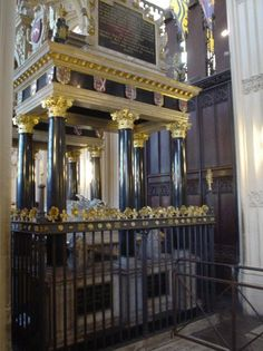 Queen Elizabeth's tomb in Westminster Abbey.  Around the top of the elaborate tomb is the coat of arms of her royal family [King Henry VIII'...