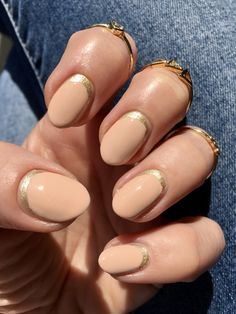 Discover how to get an easy reverse French manicure at home Butter London, Essie, Reverse French Manicure, Manicure At Home, Nail Trends, Beauty Hacks, How To Get, Nails, Almond Nails