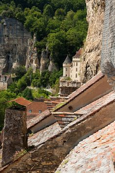 La Roque Gageac ~ Dordogne- Village where I spent my birthday! Will never forget. Beautiful Buildings, Beautiful Places, Monaco, La Roque Gageac, Belle France, La Dordogne, Beaux Villages, France Travel, Travel Pictures