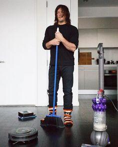 Norman Reedus likes to clean. #thewalkingdead #twd